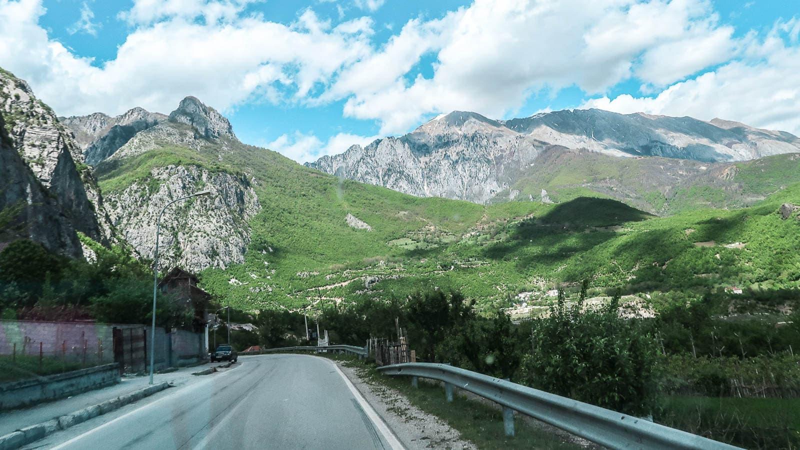 Samochodem do Albanii - Salty Travels