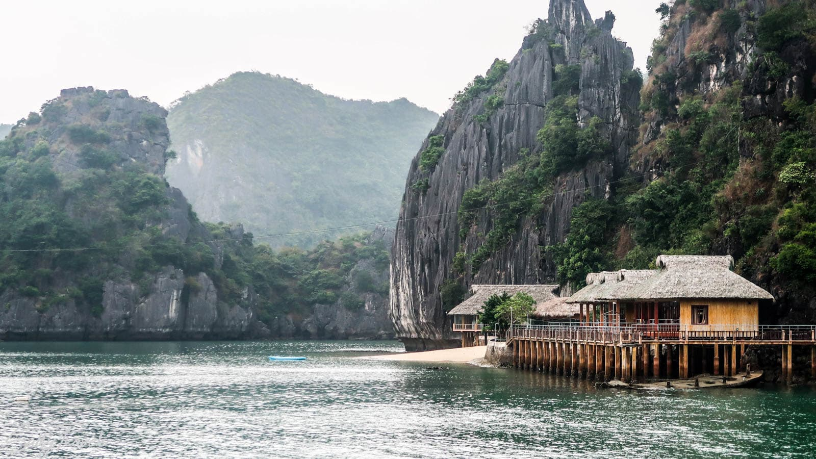 Ha long bay boat trip for backpackers