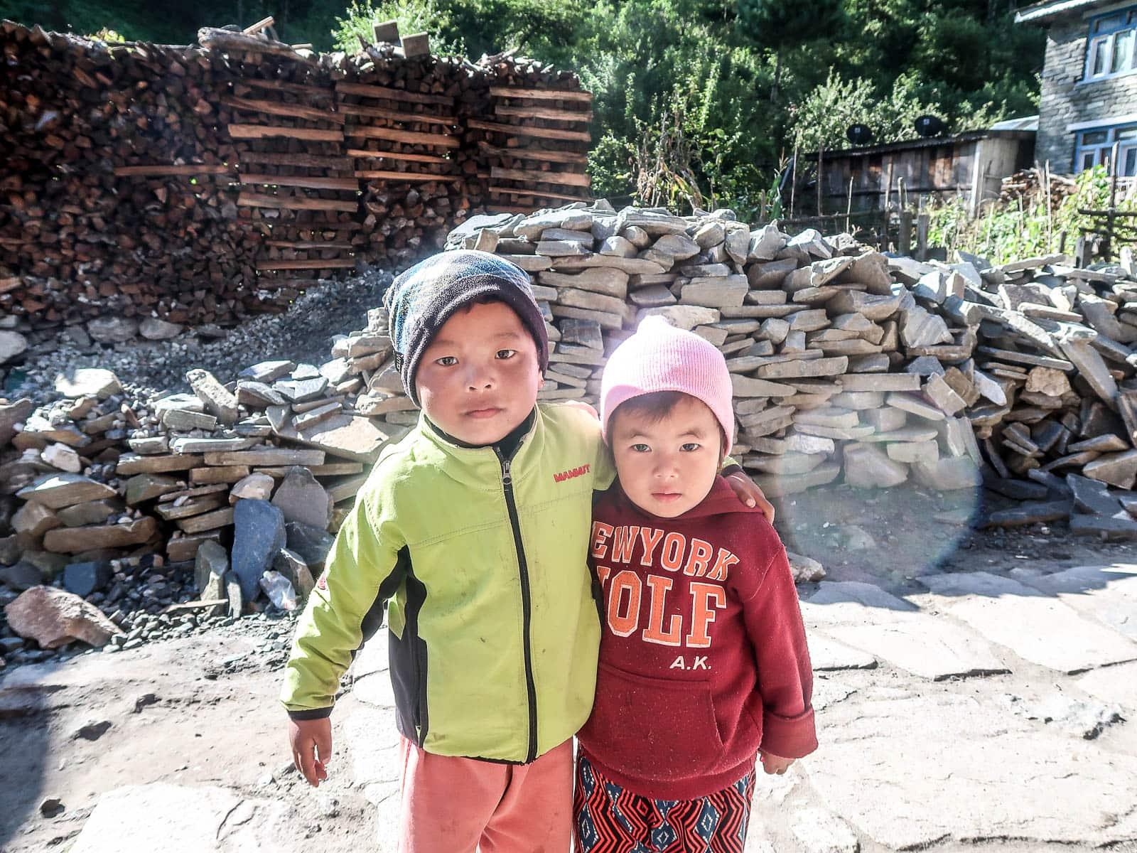 Nepalskie dzieci w Chame