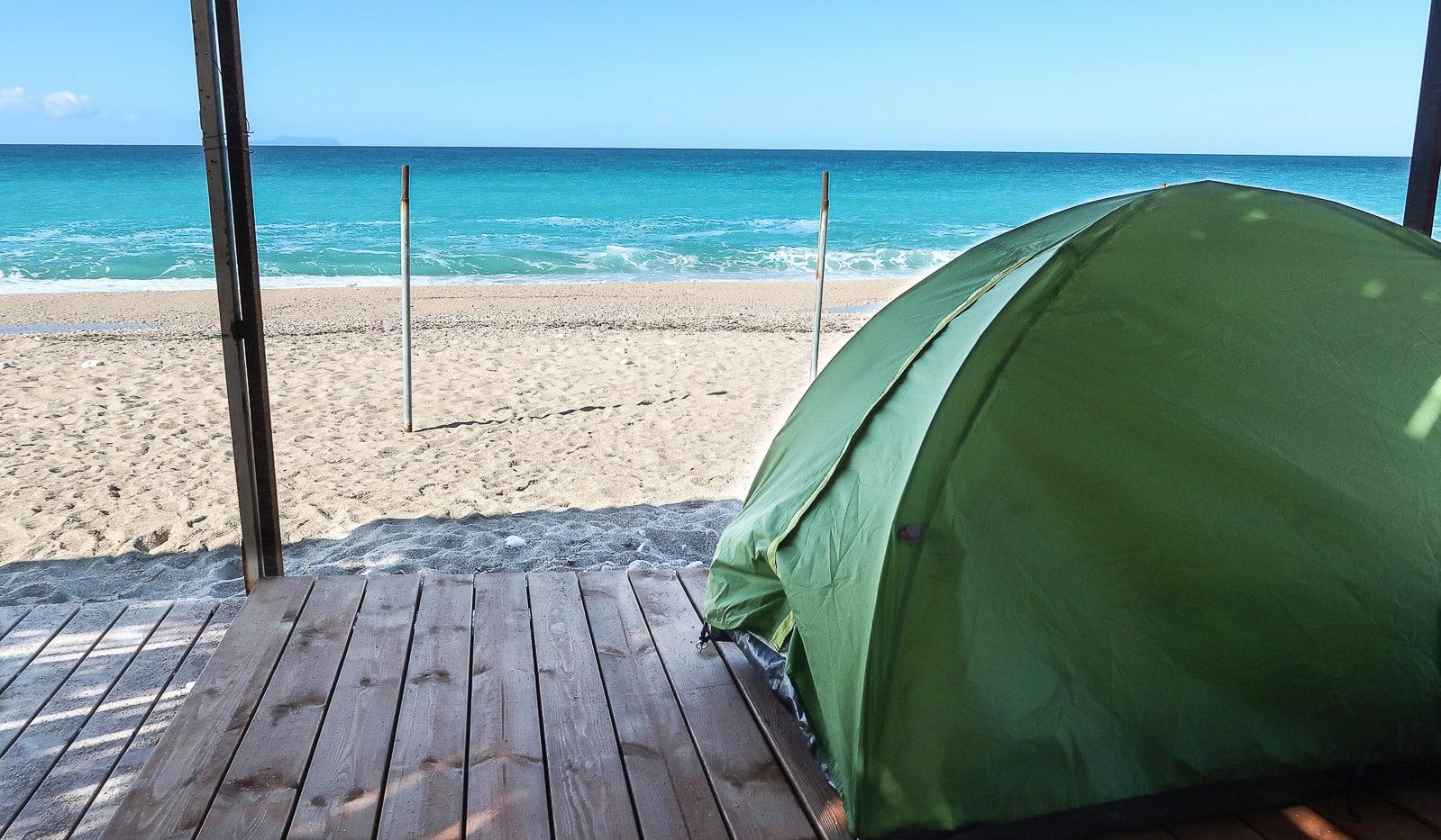 Albania z namiotem, spanie na dziko na plaży
